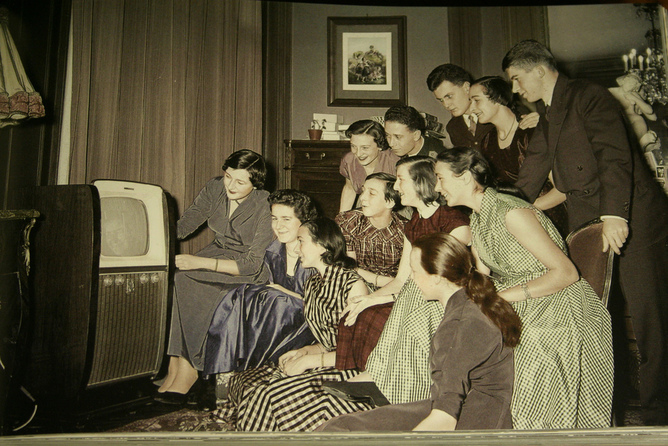 people watching TV together 1950s kitsch